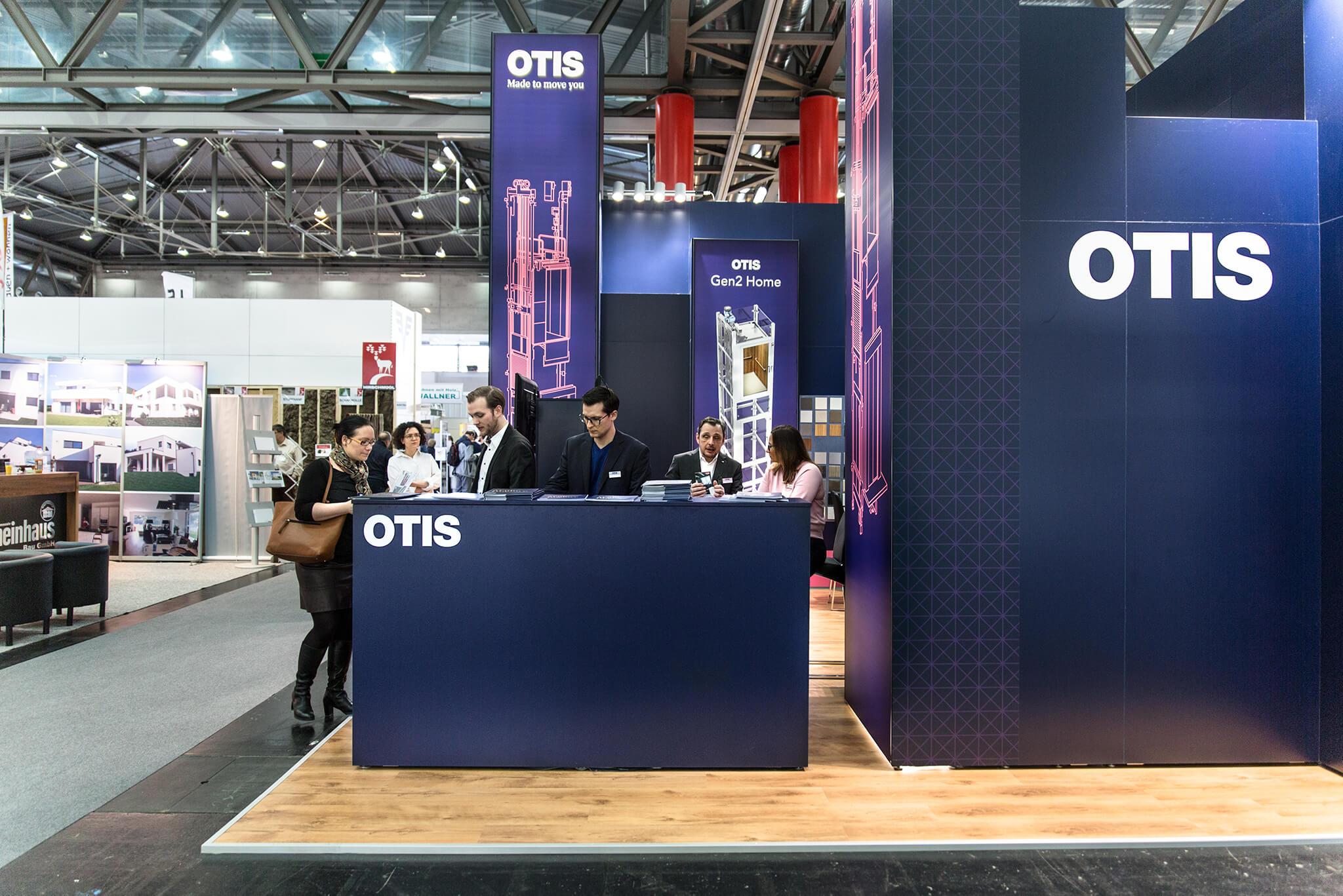 Otis Messestand im Corporate Design
