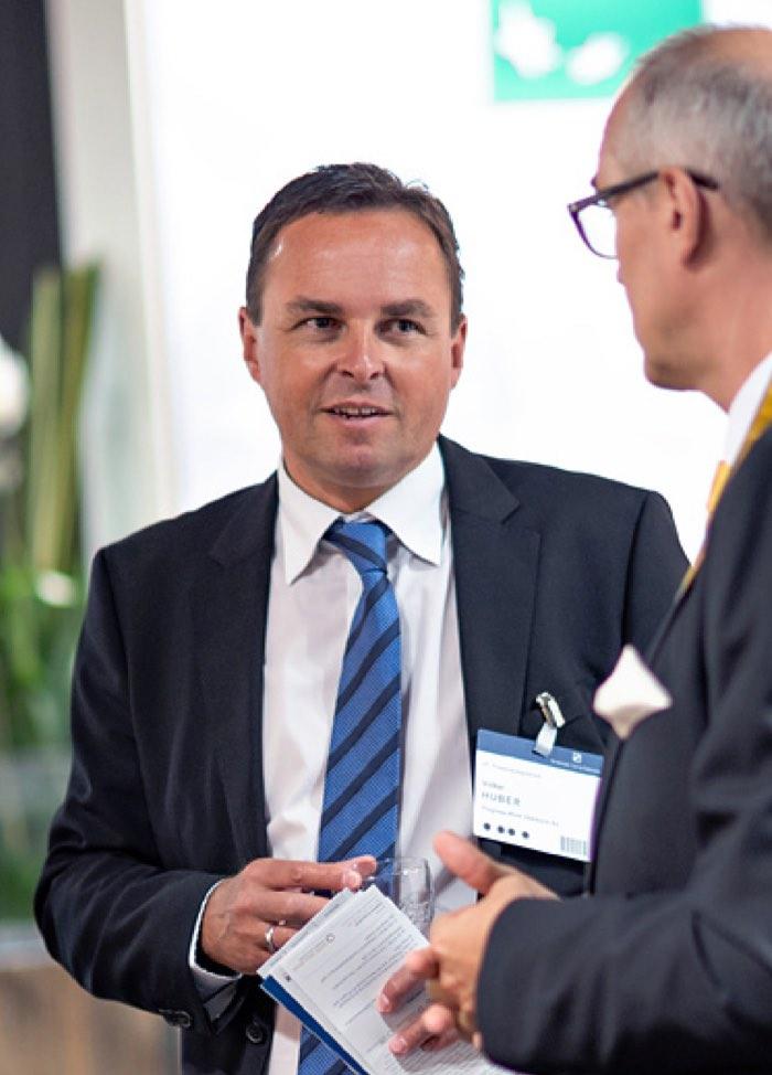Besucher des Finanzsymposium Mannheim im Gespräch